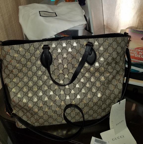 f333b1e820d Gucci Handbags - Gucci GG supreme Bee